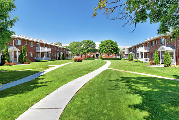 Lake Grove Apartments - 9 Williams Blvd, Lake Grove, NY 11755