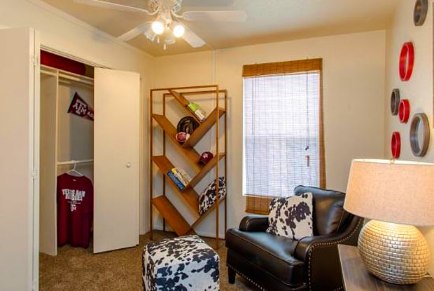 Madison Pointe - 503 Southwest Parkway, College Station, TX 77840
