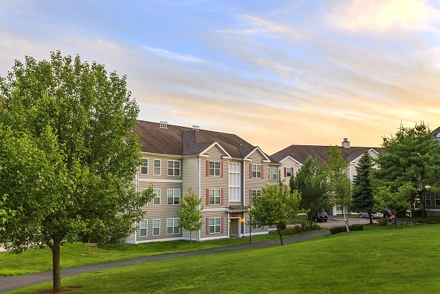 Franklin Commons Apartments - 8 Gatehouse Ln, Franklin, MA 02038