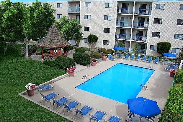 The Summit Apartments - 3901 Indian School Rd NE, Albuquerque, NM 87110