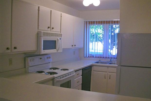 Edgerton Highlands Apartments - 479 Skillman Ave E, Maplewood, MN 55117