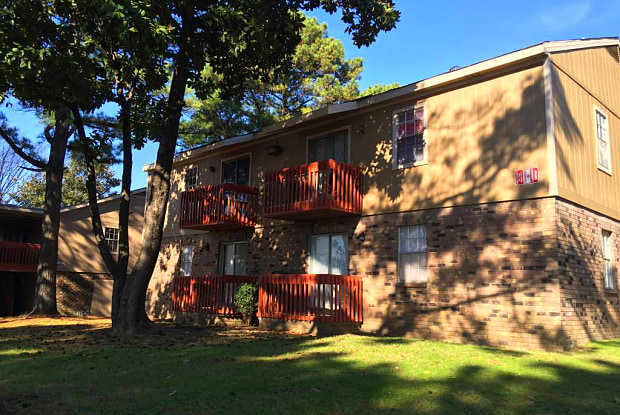 DOGWOOD TRACE APARTMENTS - 4635 Forest Oak Way, Memphis, TN 38118