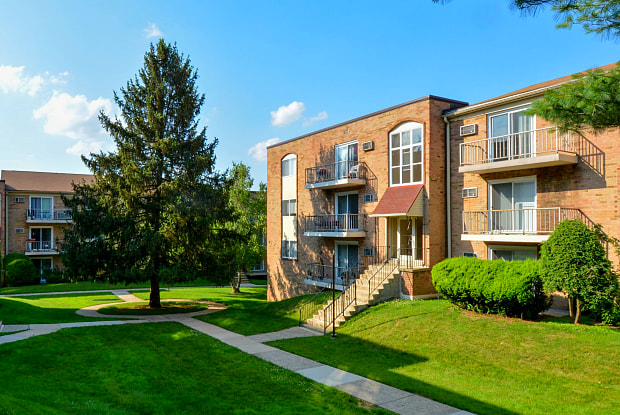 Bishop Hill Apartments & Tonwhomes - 151 S Bishop Ave, Clifton Heights, PA 19018