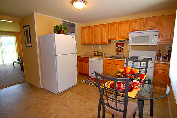 Gwynnbrook Townhomes - 5136 Oaklawn Rd, Baltimore, MD 21207