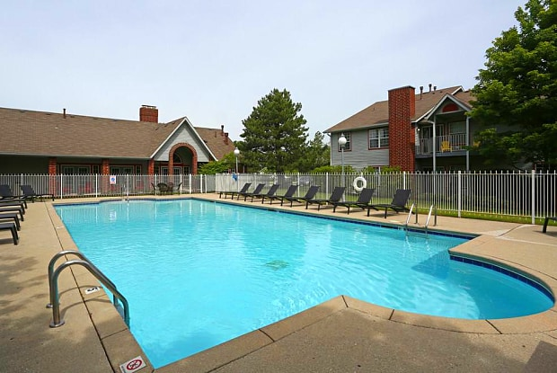 Deer Valley Apartments - 30011 N Waukegan Rd, Lake Bluff, IL 60044
