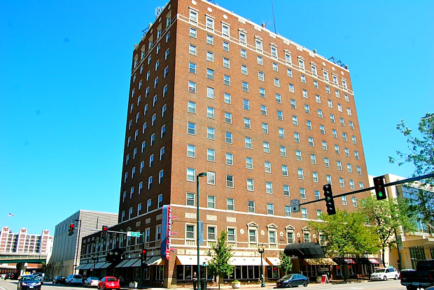 The Roosevelt Apartments - 200 1st Ave NE, Cedar Rapids, IA 52401