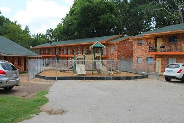 Casita Park Apartments - 1013 Douglass Rd, Nacogdoches, TX 75964