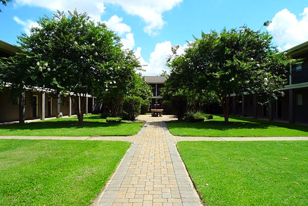 Acadian Gardens - 710 S College Rd, Lafayette, LA 70503