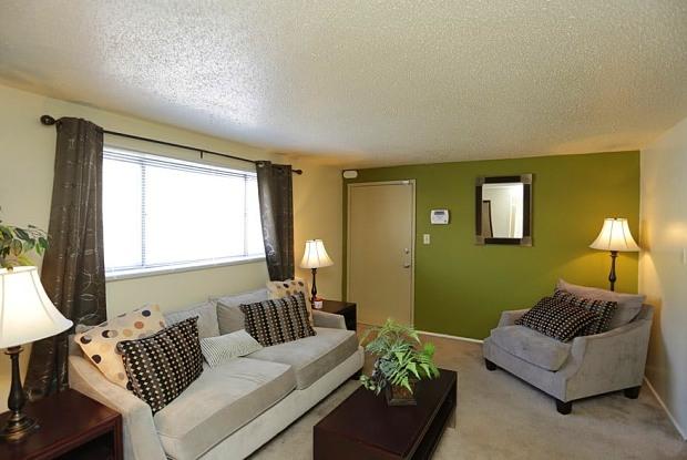 Suntree Apartments - 3040 Suntree Plaza, Kansas City, KS 66103