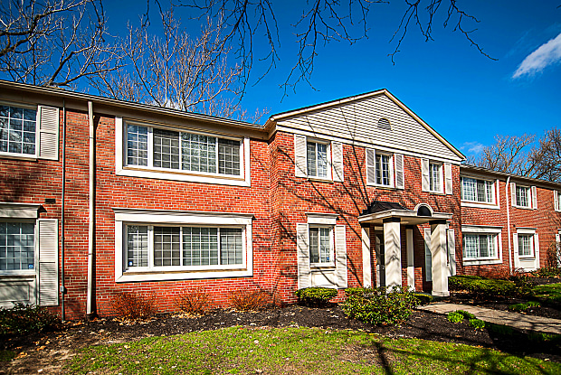 Flats at Douglas - 2804 Kenwood Blvd, Toledo, OH 43606
