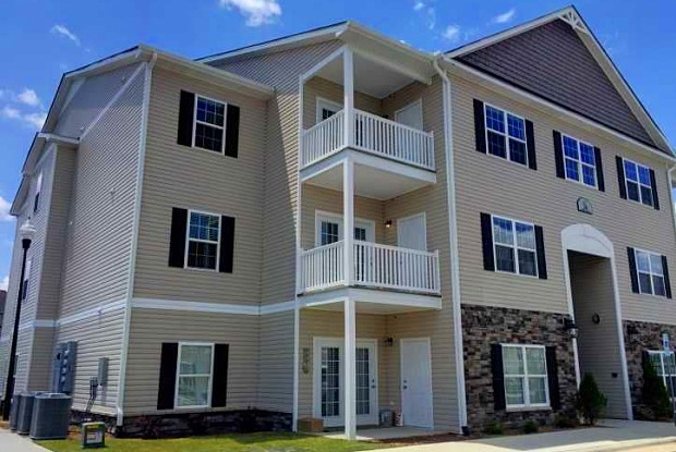 Summerwind Apartments - 150 Horizon Trl, Johnston County, NC 27529