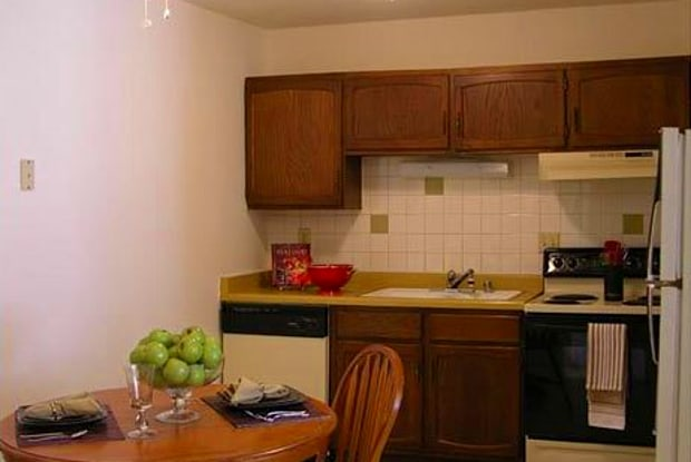 River Place Apartments - 4201 W Hawthorne Trace Rd, Milwaukee, WI 53209