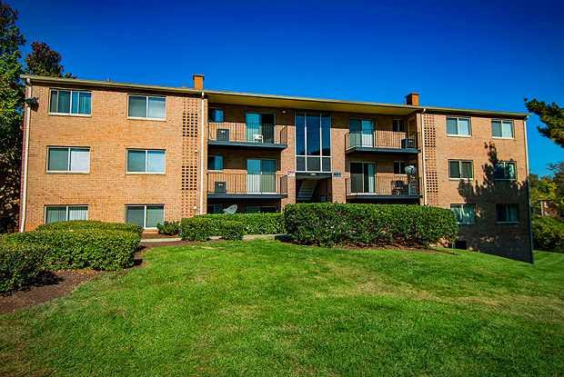 Glen Willow Apartments - 903 Glen Willow Dr, Seat Pleasant, MD 20743