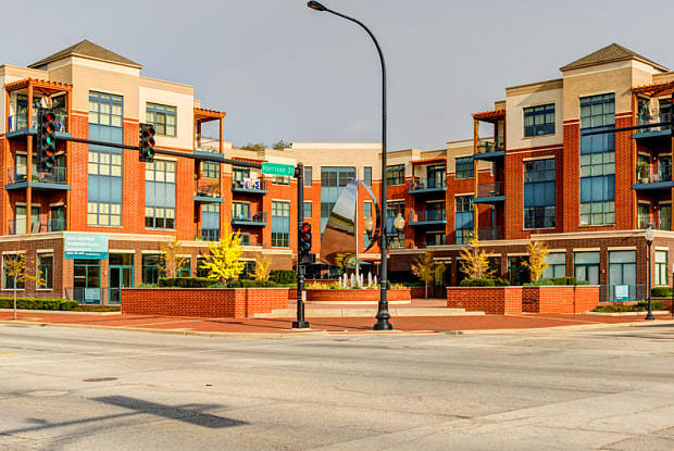 Riverside Plaza - 1 N Main St, Algonquin, IL 60102