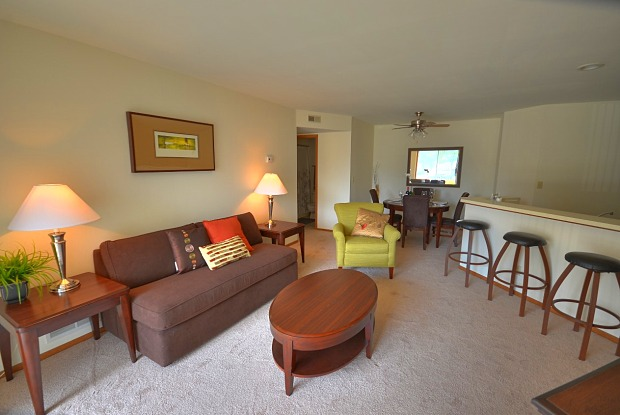 Willow Creek Apartments - 2420 Parklawn Dr, Waukesha, WI 53186
