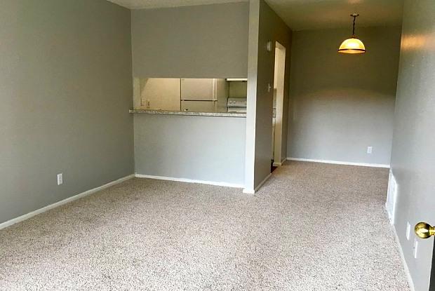 Treehouse Apartments - 101 Arcadia Pl, San Antonio, TX 78209