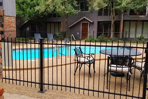 London Square Townhomes - 4944 Woodway Drive, Houston, TX 77056