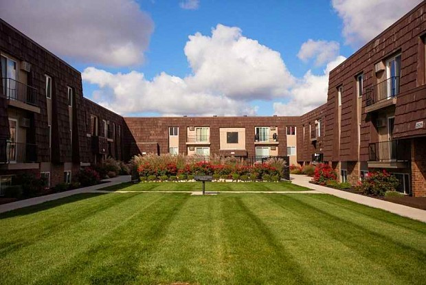 Andover Apartments - 2555 Eastgate Rd, Toledo, OH 43614