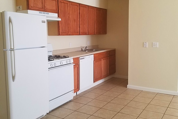 Lakeview Apartments - 1600 Dale St, Amarillo, TX 79107