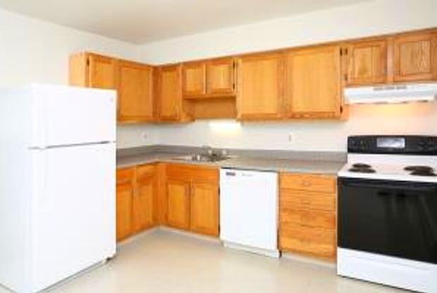 Southford Park Apartments - 22 Coral Dr, Waterbury, CT 06705