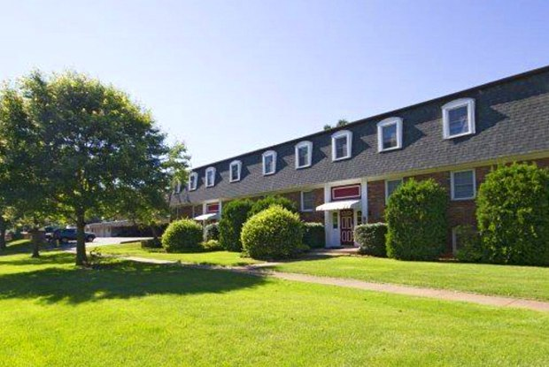 Forest Hills Apartments - 907 Capitol Avenue SW, Battle Creek, MI 49015