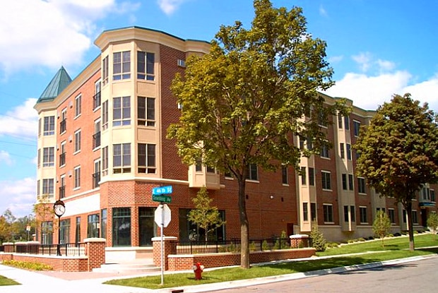 Oaks Hiawatha Station - 4540 Snelling Ave, Minneapolis, MN 55406