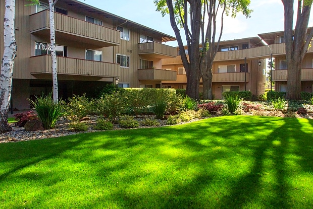 Stanford Villa - 3375 Alma St, Palo Alto, CA 94306