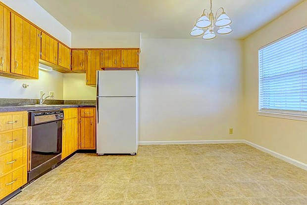 Fountain Square - 3600 Fountain Dr, West Buechel, KY 40218
