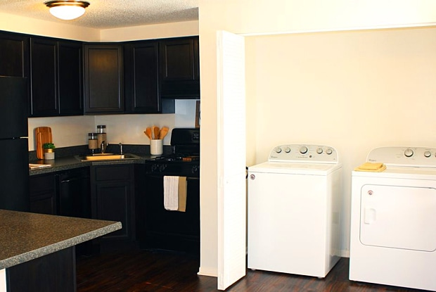 Cambridge Square Apt Phase II - 7600 Cold Springs Blvd, Fort Wayne, IN 46825