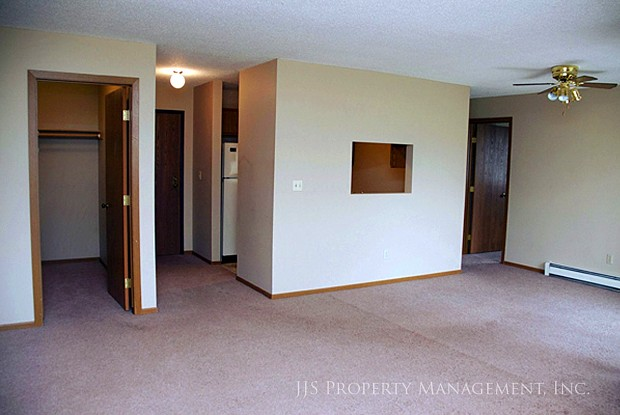 Cobblestone Square - 2505 Clearwater Rd, St. Cloud, MN 56301