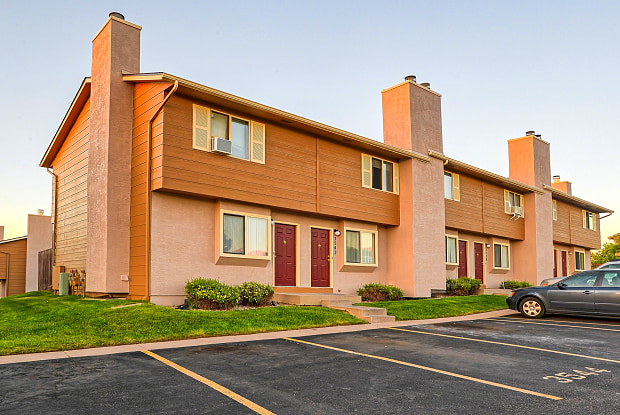 Woodside Apartment Homes Colorado Springs Co Apartments For Rent