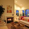 L'Estancia - Near Major Studios - 4045 Vineland Ave, Los Angeles, CA 91604