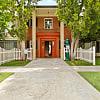 Colonial Manor Apartments - 5820 Hazeltine Avenue, Los Angeles, CA 91401
