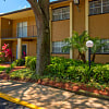Oak Manor at Temple Terrace - 5105 Mission Hills Ave, Tampa, FL 33617