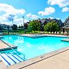 River Oaks Apartments - 5425 E Paris Ave SE, Kentwood, MI 49512