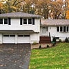 25 Circle Dr - 25 Circle Drive, Middlesex County, MA 02493