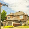 The Heights - 1901 NE Green Oaks Blvd, Arlington, TX 76006