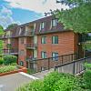 Fairway Park Apartments & Townhomes - 5501 Limeric Cir, Pike Creek Valley, DE 19808