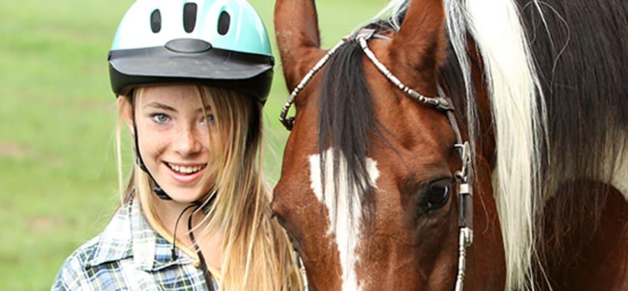 Le père de Solange nous explique que la pratique de l'équitation a donné une dimension plaisir au séjour de sa fille en Irlande.
