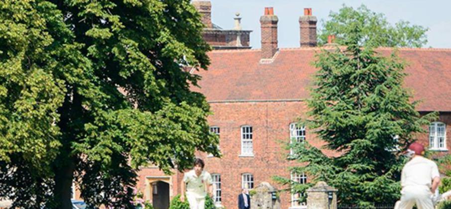 Augustin a passé le 3ème trimestre dans un college en Angleterre ; cette expérience lui a permis de découvrir la scolarité anglaise et sa pédagogie, de se faire de nouveaux amis, de pratiquer une foule d'activités, et surtout.... d'améliorer significativement son niveau d'anglais !