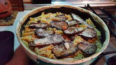 Cucina al microonde: pasta pasticciata al tonno, olive e melanzane