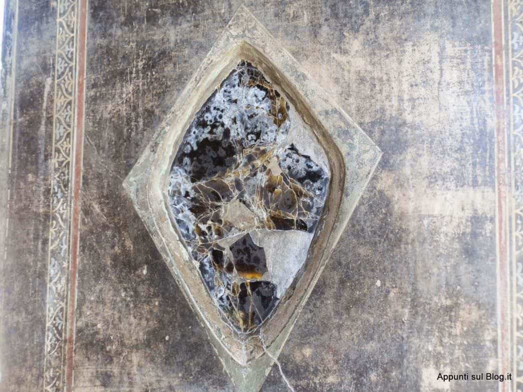 Scavi di Pompei: terme e bellezza- Specchio in Ossidiana