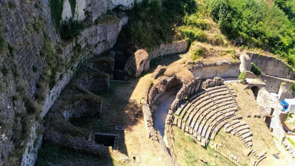 resti anfiteatro romano