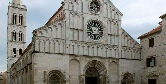 Katedrála sv. Anastazie - https://commons.wikimedia.org/wiki/File:Kathedrale_St._Anastasia.jpg?uselang=cs