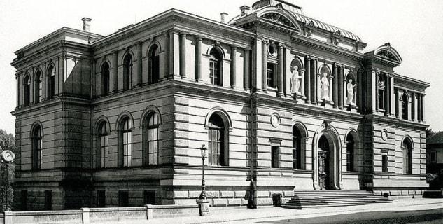 Muzeum umění - http://commons.wikimedia.org/wiki/File:Kunstmuseum_Bern_1895.jpg