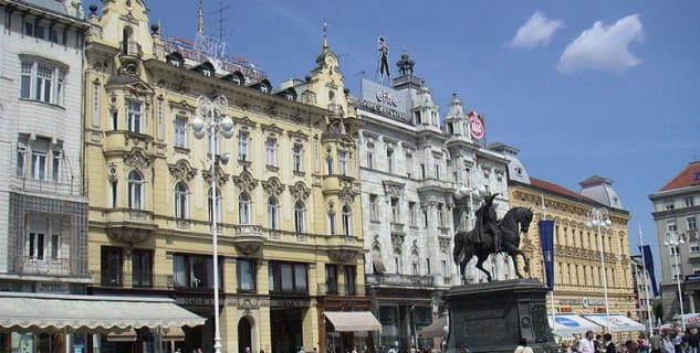 Náměstí guvernéra Jelačiče - https://commons.wikimedia.org/wiki/File:Zagreb_trg_bana_Jela%C4%8Di%C4%87a.jpg