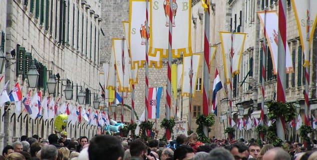 Slavnosti svatého Blažeje - https://commons.wikimedia.org/wiki/File:Sv._Vlaho_2008_006.jpg