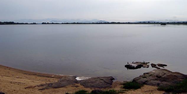 Vodní nádrž Parakrama Samudra  - https://commons.wikimedia.org/wiki/File:Polonnaruwa_0251.jpg