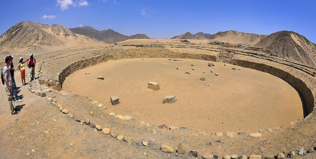 Caral - https://commons.wikimedia.org/wiki/File:Caral-Supe_in_Peru.jpg