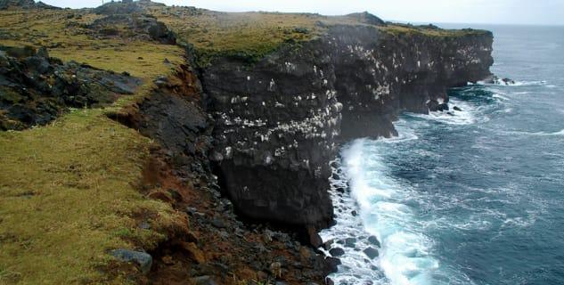 Hafnaberg - http://wikitravel.org/shared/File:Hafnaberg_Cliffs.jpg